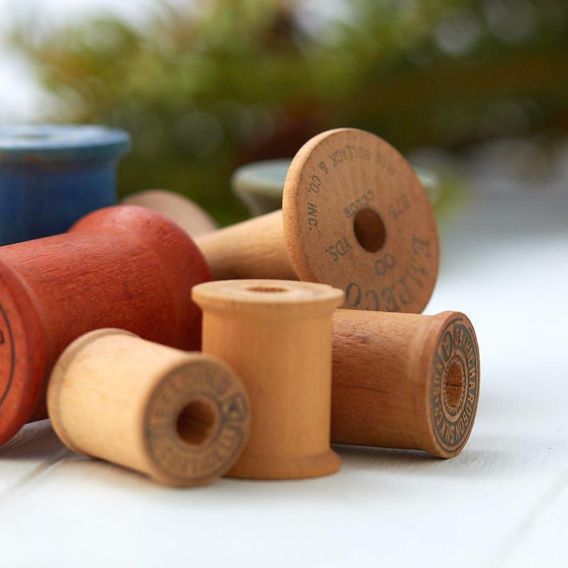 assorted_wooden_thread_spools_true_vintage.jpg