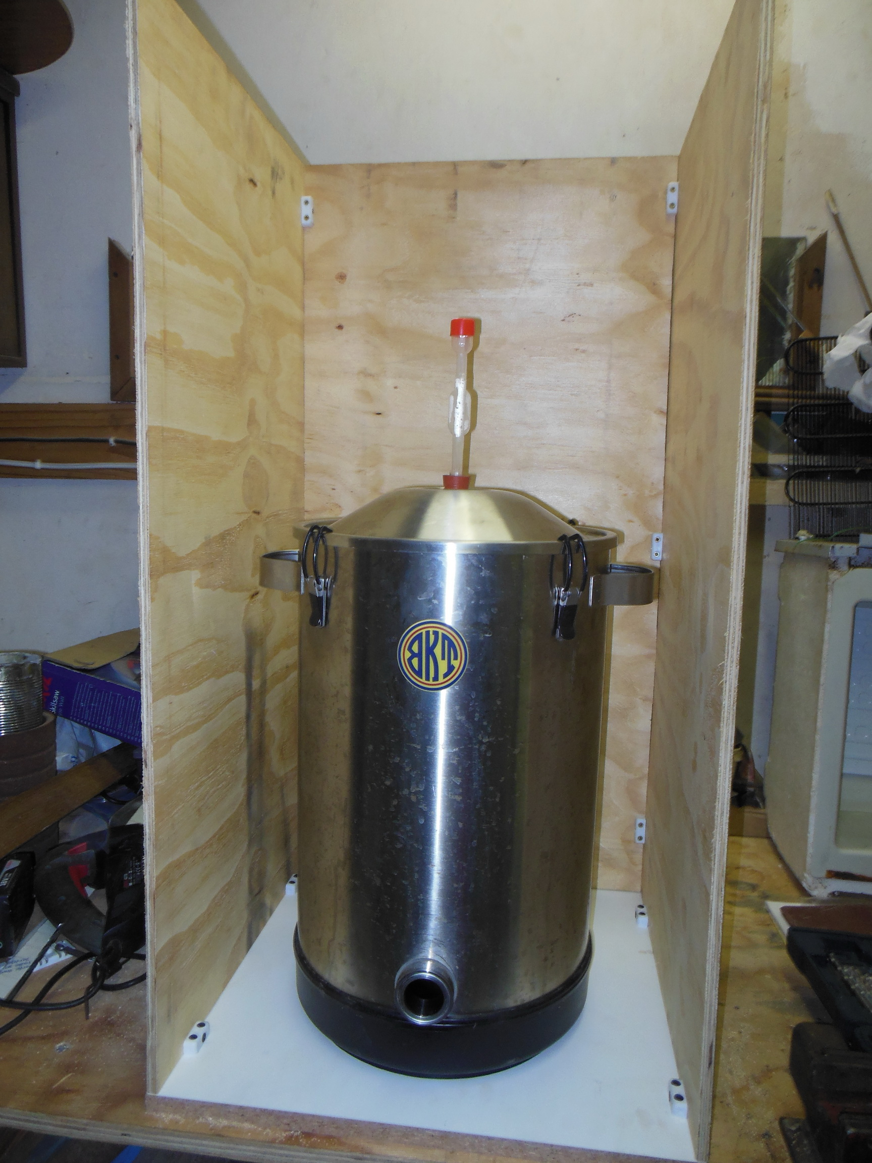 chamber_front_with_fermenter.jpg
