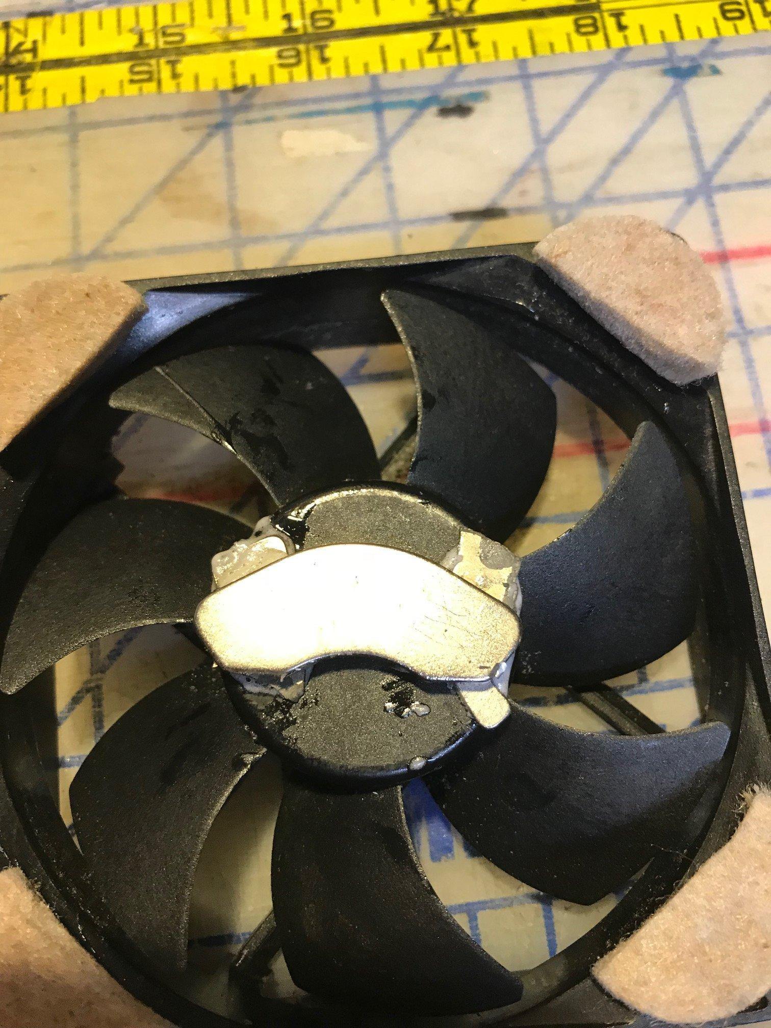 Magnet on fan IMG_0750.jpg
