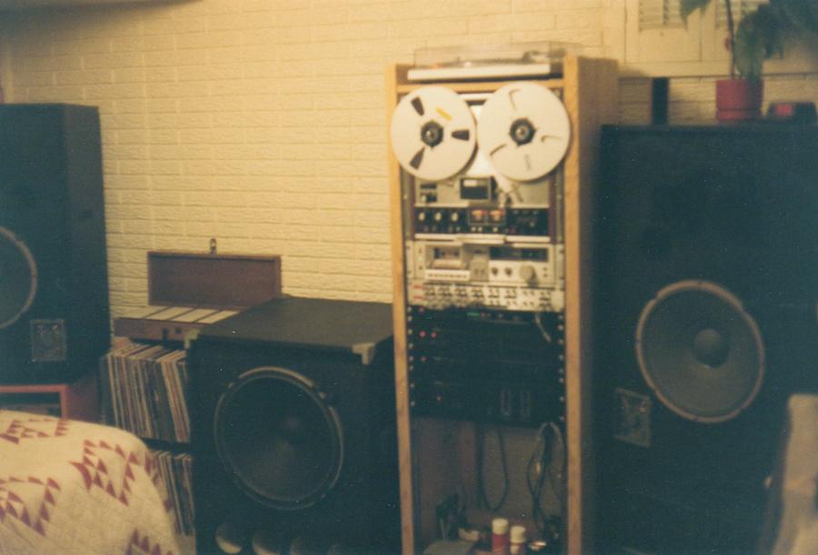 sm1981 Stereo 1a.jpg
